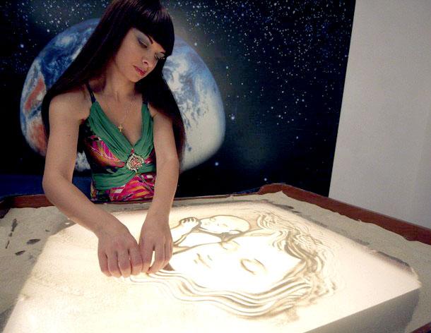 Kseniya-Simonova-Sand-Drawing