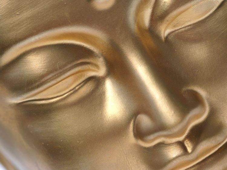 Primer plano del rostro de Buda sereno