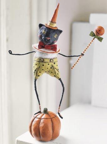 Figura de un ratón hecha con papel maché