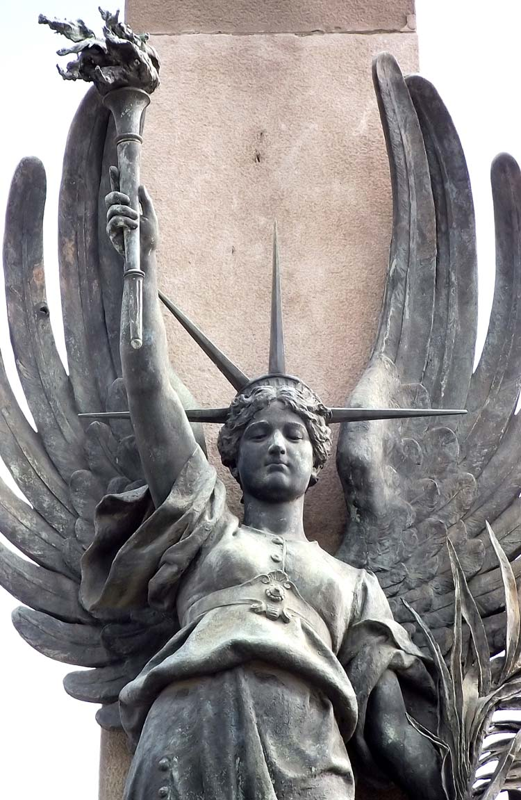 Fotos gratis - Escultura de libertad y luz