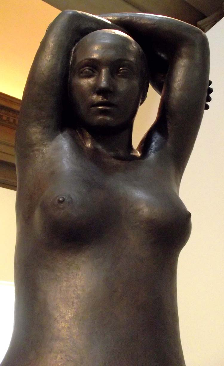 Escultura de una mujer sensual