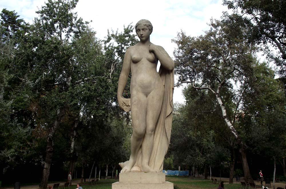 Escultura de una mujer hermosa