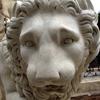 Escultura de un león en el Jardín de Montfort