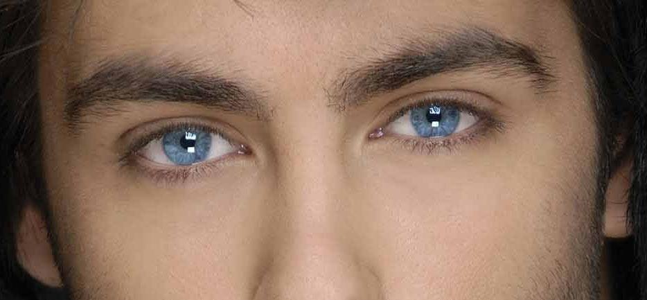 Ojos azules de hombre