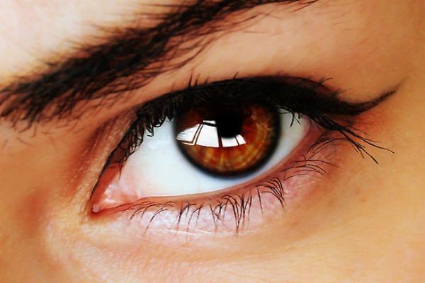 Ojos castaños,